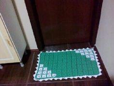 tapete verde e branco. .