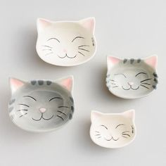 Crafted of stoneware with adorable feline details, our exclusive measuring cups are the perfect gift for cat-loving bakers. Crafted of stoneware with adorable feline details, our exclusive measuring cups are the perfect gift for cat-loving bakers. Cat Ideas, Cerámica Ideas, Clay Projects, Clay Crafts, Crazy Cat Lady, Crazy Cats, Ceramic Pottery, Ceramic Art, Ceramic Cups