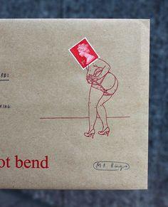 """Mit """"Dirty Queen"""" und tobt sich der englische Illustrator Mr. Bingo an der Queen of England aus. Briefmarken mit dem Konterfeis von Elizabeth II werden hier geringfügig mit einigen humorvollen Illustrationen erweitert."""