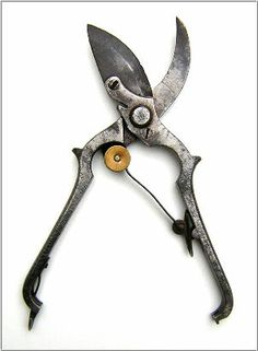 La serpe, un outil utile au jardinier