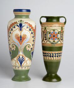 2 gekleurde plateel vazen - Marantha en Warkos, Arnhem - h. 31 en 28 cm