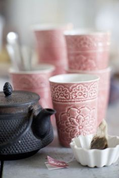 Love the pattern on these cups! They would look great in like a Tuscan red color!!