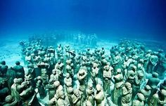 The Cancun underwater museum dive is to an artificial reef, a submerged art collection. This is a must-see scuba dive spot in Cancun. MUSA Underwater Museum of Art Under The Water, Under The Sea, Underwater Sculpture, Underwater Art, Underwater Photographer, Cancun Mexico, Jason Decaires Taylor, Magic Places, Parc National