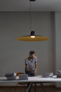 A large hanging disc conceived to obtain an acoustic correction. To the eyes it appears sober, powerful and at the same time lean and elegant. If you touch it, you can appreciate the soft texture that caches a sophisticated technology. Thanks to the lamp's soundproof structure that selectively absorbs the different frequencies, Lent allows you to enjoy sound rather than noise.