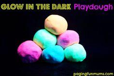 Glow in the dark Playdough 1 Indoor Activities, Craft Activities For Kids, Sensory Activities, Summer Activities, Classroom Activities, Kids Playing, Play Dough, Cooked Playdough, Homemade Playdough