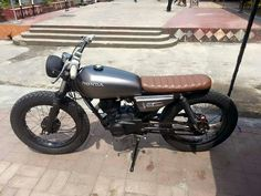 Go look at a couple of my favourite builds - unique scrambler bikes like this Suzuki Cafe Racer, Cafe Racer Bikes, Cb750 Cafe Racer, Gs 500 Cafe Racer, Cafe Bike, Yamaha Virago, Honda Cb750, Tracker Motorcycle, Cafe Racer Motorcycle