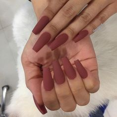 Matte red color is extravagant, and her extravagance even more coming to the fore when it comes to this length of nails.