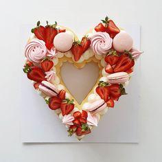 Valentines Day Cakes, Valentine Treats, Menu Saint Valentin, Kulfi Recipe, Dinner Party Desserts, Cute Birthday Cakes, February Birthday, Number Cakes, Sweet Box