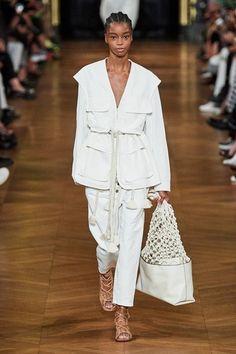 Stella McCartney Spring 2020 Ready-to-Wear Collection - Vogue Fashion Weeks, Fashion 2020, Runway Fashion, Spring Fashion, Fashion Trends, Vogue Fashion, Paris Fashion, Moda Paris, Stella Mccartney