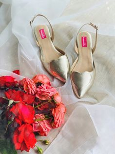 Balerini din piele   Pantofica.roheart gold leather shoes pointed flats summer metallic Gold Leather, Leather Shoes, Summer Flats, Pointed Flats, Metallic, Heels, Fashion, Leather Dress Shoes, Heel