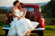 beautiful, inspiring photos.  someday i'll stop dreaming about our wedding and actually plan it...