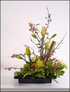 Freestyle Ikebana Ikebana Flower Arrangement, Ikebana Arrangements, Flower Arrangements, Asiatic Lilies, Trees To Plant, Bonsai Trees, Floral Centerpieces, Japanese Art, Floral Design
