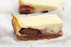 Zwetschgen-Quark-Schnitten - Rezept   Swissmilk Sandwiches, Cheesecake, Desserts, Food, Plum Recipes, Simple, Tailgate Desserts, Cheese Cakes, Dessert