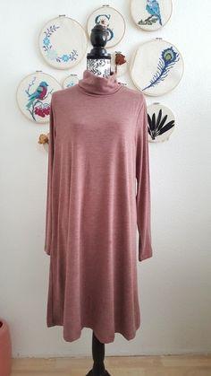 Langärmeliges Kleid mit Rollkragen in kastanienbraun / rot