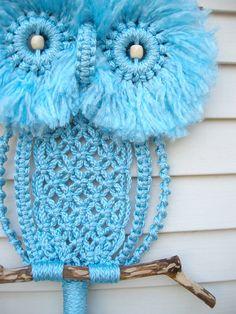 macrame owl Realizado en Macramé....pero las más ingeniosas podrían hacerlo en ganchillo