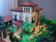 I love how many styles of architecture can be replicated with Legos. I'd like to try making a Tuscan-style villa like this.