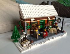 Here is my entry to this years winter village contest. This is my first post here and also my first moc since coming out of a 20 year long dark age, anyways. Lego Gingerbread House, Gingerbread Christmas Decor, Lego Christmas, Christmas Town, Noel Christmas, Harry Potter Advent Calendar, Lego Advent Calendar, Lego For Adults, Lego Train Station