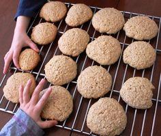 Biscuits à l'avoine et à l'érable Desserts With Biscuits, Cookie Desserts, Cookie Bars, Easy Desserts, Cookie Recipes, Biscuit Cake, Biscuit Cookies, Biscotti, Baby Food Recipes