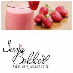 Aardbeien Smoothie 100 gr. aardbeien 1 kiwi 250 ml. optimeldrinkaardbeien of yoghurt.Lekker ontbijt voor 1 pers. www.sonjabakker.nl