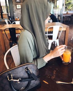 Modest Fashion, Hijab Fashion, Women's Fashion, Hijab Dpz, Hijab Ideas, Muslim Beauty, Hijab Style, Hijab Tutorial, Dream Closets