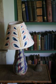 Lamp designed by Vanessa Bell in the bedroom of Virginia Woolf at Monks House, Sussex - Home Decoratings Vanessa Bell, Virginia Woolf, Style Anglais, Diy Lampe, Bloomsbury Group, Charleston Homes, Charleston Style, Interior Exterior, Interior Design
