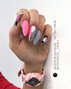 The trend of almond shape nails has been increasing in recent years. Many women who love nails like almond nail art designs. Almond shape nails are suitable for all colors and patterns. Almond nails can be designed to be very luxurious and fashionabl Almond Nail Art, Almond Shape Nails, Almond Nails, Nails Now, My Nails, Manicure, Foil Nail Art, Strong Nails, Fire Nails