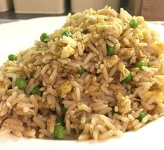 Homemade egg fried rice - a simple, healthy version of the Chinese takeaway favourite Rice Recipes, Dinner Recipes, Healthy Recipes, Chinese Takeaway, Chinese Food, Slimming World Chicken Recipes, Food Reviews, Rice Dishes, Fried Rice