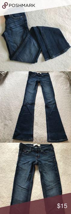 BOGO 50% Off 🎉Hollister medium dark wash flare Hollister medium dark wash flare jeans that were hardly worn. The jeans are a size 1L. Waist 25. Length 35. Hollister Jeans Flare & Wide Leg