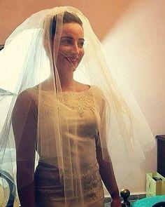 Bellissima Valentina anche in questa foto che ben valorizza il mio velo Velo color Champagne intenso di grande effetto con l'abito in tinta! Hai saputo portarlo veramente bene.  #velo #matrimonio #sposa #hat #instalike #instafun #instalife #madeinitaly #livorno  #madeinitaly #moda #artigianato #modisteria #accessorio #l4l #wedding #bride #liker #like4like #likeforlike