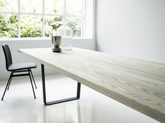 Lowlight Table_from side_with deco_steel copilot chair_4