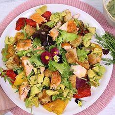 Avocado - Lachs - Salat - Friedas Kitchen on my mind Good Food, Yummy Food, Red Chili Powder, Stuffed Poblano Peppers, Ground Chicken, Healthy Chicken, Avocado Toast, Potato Salad, Food And Drink