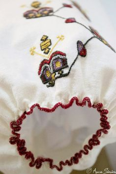 #iaaidoma Romanian blouse. New embroidery, recreation of original blouses in museums around the world. Sleeve detail.