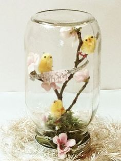 Mason Jar Project - Happy Happy NestsMy daughter and her friend made up this spring Mason jar project all on their own! They used a large mason jar and added moss, eggs, silk blossoms, sticks Mason Jar Projects, Mason Jar Crafts, Mason Jar Diy, Pot Mason, Spring Projects, Spring Crafts, Project Projects, Mason Jar Flowers, Diy Flowers