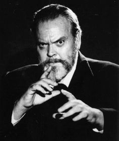 Orson Welles Speaking Truths at the Cinémathèque In this rare speech at the Cinémathèque in Paris, France, Orson Welles shares his beliefs on the problems faced by filmmakers and responds to such. Hollywood Icons, Classic Hollywood, Old Hollywood, Hollywood Stars, Richard Gere, Anthony Hopkins, Kevin Costner, Harrison Ford, Marlon Brando