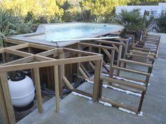 Habillage sur mesure d'une piscine hors sol à Allauch - Vente et pose de parquet extérieur sur mesure à Marseille - STEPHANE ERRARD