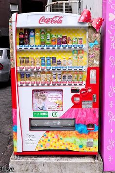 The world's most kawaii vending machine? I was surprised - and really happy - when I spotted this bow-wearing Kyary Pamyu Pamyu x Coca-Cola vending machine on the street in Harajuku today. www.nipponterest.com