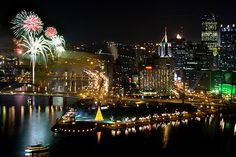 Not sure what to do this year for NYE in Pittsburgh? Pittsburgh Skyline, Pittsburgh Sports, Steelers Pics, Dubai Skyscraper, Mount Washington, Best Cities, Vacation Trips, Vacations, Fireworks