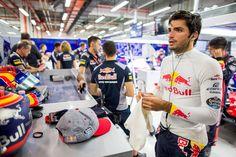 レッドブル 「カルロス・サインツは将来のプランの一部のまま」 [F1 / Formula 1] Ferrari, F1 Motorsport, F1 News, F1 Drivers, Formula One, Hot Cars, First World, Mood Boards, Chili