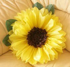 Con papel de seda (papel de china, papel tissue) podrás crear un hermoso girasol de tamaño grande perfecto para decorar una fiesta o celebra...