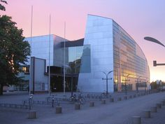 Completed in 1998 in Helsinki, Finland. The very concept of an art gallery implies an inward focus. While the need to showcase the cultural treasures contained within is self-evident, the...