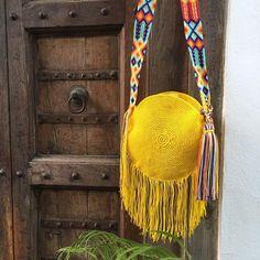Crochet Tote, Knit Crochet, Tapestry Crochet Patterns, Diy Friendship Bracelets Patterns, Boho Bags, Weaving Techniques, Knitted Bags, Purses And Handbags, Crochet Projects