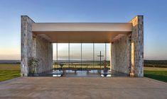 A simplicidade está na alma do projeto criado pelo escritório B&L Arquitetura para a ermida da Fazenda Santa Helena, que fica em Bom Despacho, no interior de Minas Gerais
