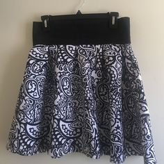 Rue 21 Flared Mini Skirt Black and white floral pattern made out of a tick neoprene. Stretch top with cute zipper detail, worn once! Waist to hem 19 in. Waist 15 in. Rue 21 Skirts Mini
