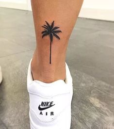 Small Palm Tree Tattoo Ankle Design 30 Super Ideas - My list of the most creative tattoo models Mini Tattoos, Trendy Tattoos, Tattoos For Guys, Feminine Tattoos, Tattoo Girls, Tattoo Women, Cute Girl Tattoos, Finger Tattoos, Leg Tattoos