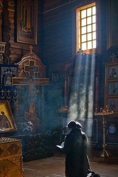 Not a Catholic but love the look of an orthodox church Orthodox Prayers, Orthodox Christianity, Christian Church, Christian Art, Architecture Religieuse, Sign Of The Cross, My Church, Orthodox Icons, Place Of Worship