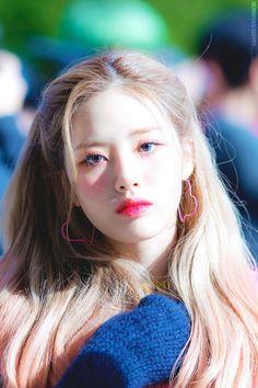 Kpop Girl Groups, Kpop Girls, Asian Woman, Asian Girl, Kpop Hair, Pre Debut, Fandom, Girl Crushes, South Korean Girls