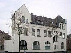 Voormalig hoofdkantoor en tramstation Rotterdam Rosestraat in 2006.