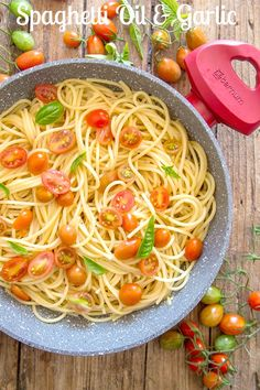 Spaghetti, Aglio, Olio e Peperoncino or also known as Spaghetti with Garlic and Oil is probably one of the most popular Italian Pasta Dishes. Made with only 4 ingredients, this fast and easy recipe is simple yet delicious. #pasta #Italiancuisine #dinnerrecipes