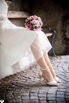 Standesamtliche Trauung in der Burg in Meran Susi und Aron und deren Hochzeitsgäste hat der Hochzeitsfotograf Jeremias Konopka vor der landesfürstlichen Burg in Meran getroffen. Die alten Gemäuer d…