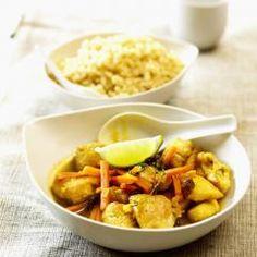 Unsere Currysauce mit Orangensaft ist besonders fruchtig und passt supergut zur scharfen Gewürzmischung. Rosinen, Gemüse und ein Hauch Limette runden das Gericht dann perfekt ab. Meat, Chicken, Food, Orange Juice, Easy Meals, Recipies, Essen, Meals, Yemek